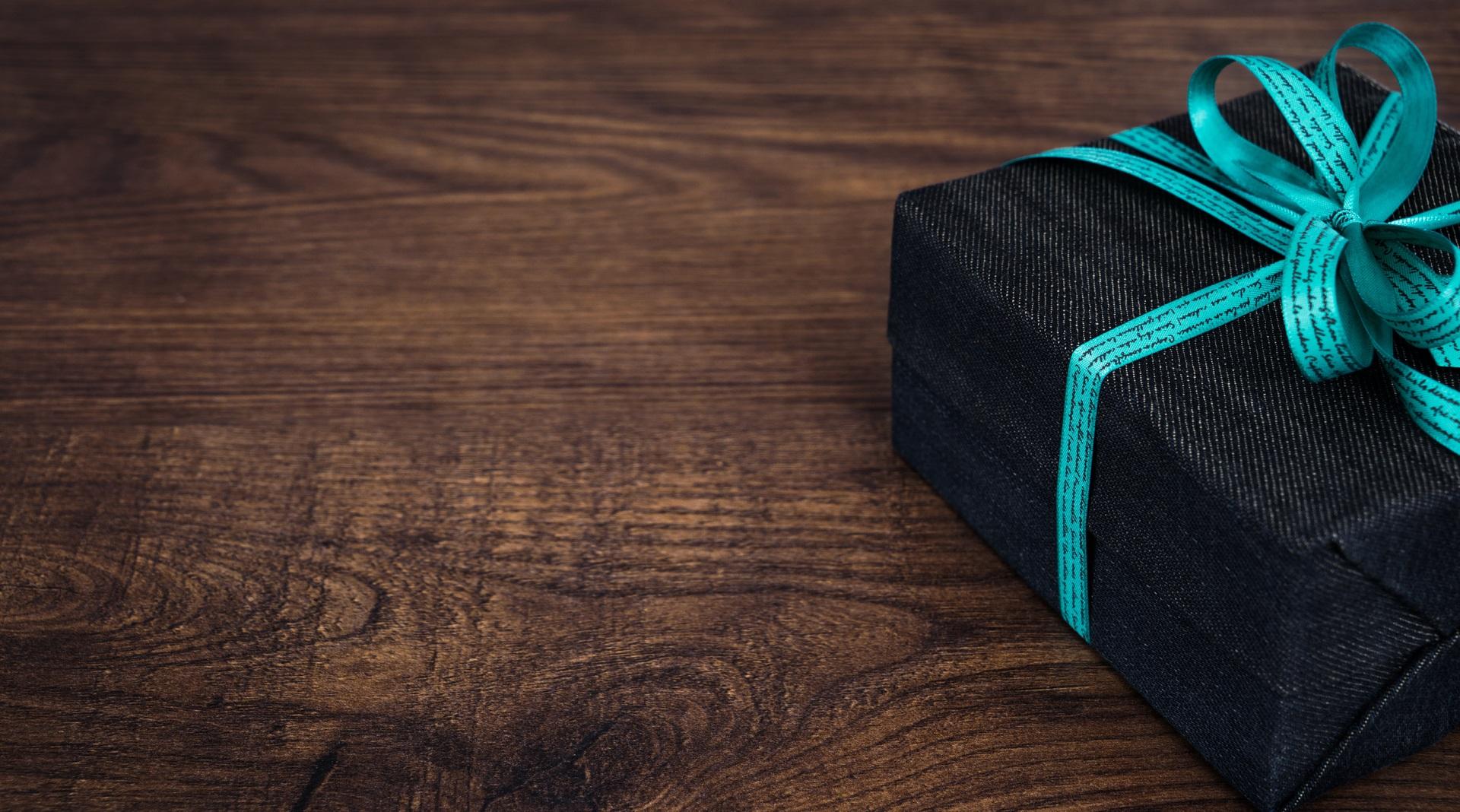 Offrir un cadeau d'entreprise : une pratique qui demeure en entreprise