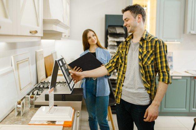 Tout savoir sur le métier de vendeur en meubles